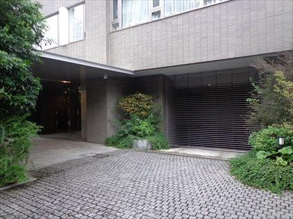 ハイルーフ区画:¥45,000(全長5600mm×全幅1950mm×全高2050mm×重量2300㎏)
