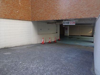 シャッター付平置き駐車場